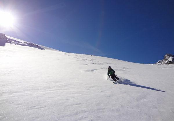 Abfahrt über den Medelser Gletscher