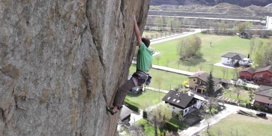 """Jonas Schild knackt mit """"Hanuman"""" die härteste Clean Climbing Route der Schweiz!"""