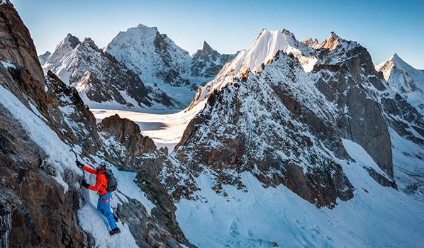 Stephan Siegrist bei der Erstbesteigung des Shiepra (5885 M.ü.M.) im indischen Himalaya.