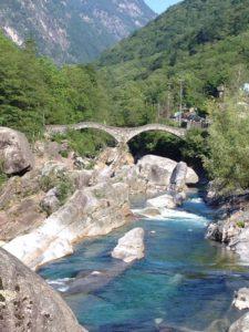 Verzasca bei der Brücke von Lavertezzo