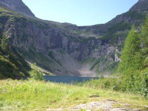 Der Lago Chironico, Bergsee und perfekter Biwakplatz für eine Überschreitung von der Leventina ins Verzascatal. Eingesandt von Christina.
